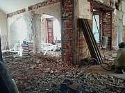 Разрушение стен Алматы