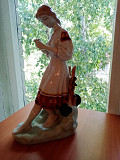 Фарфоровая статуэтка Костанай